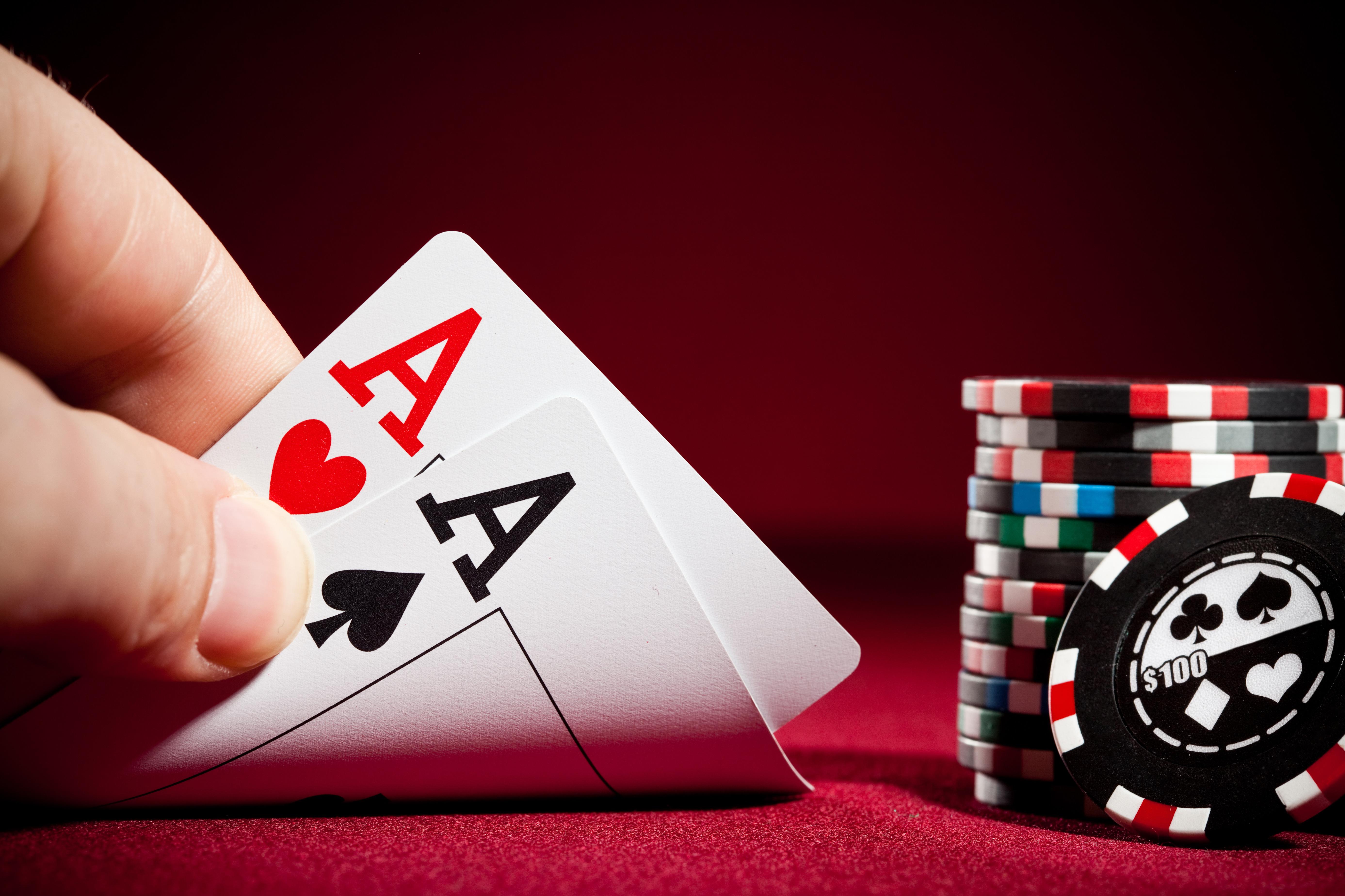 """Турнир по покеру в """"Пещере"""""""