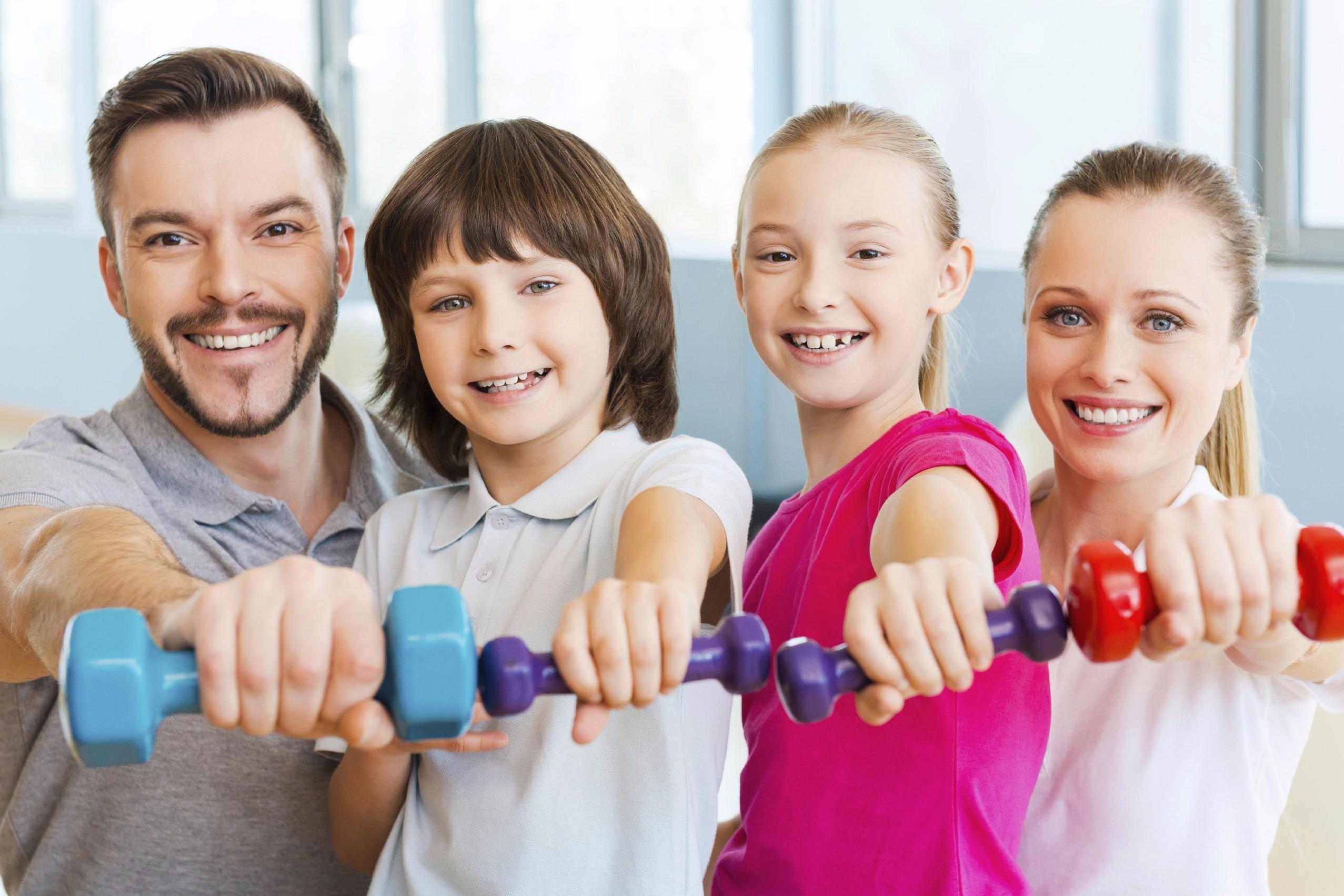 """Семейный праздник """"Папа, Мама, Я - спортивная семья!"""""""